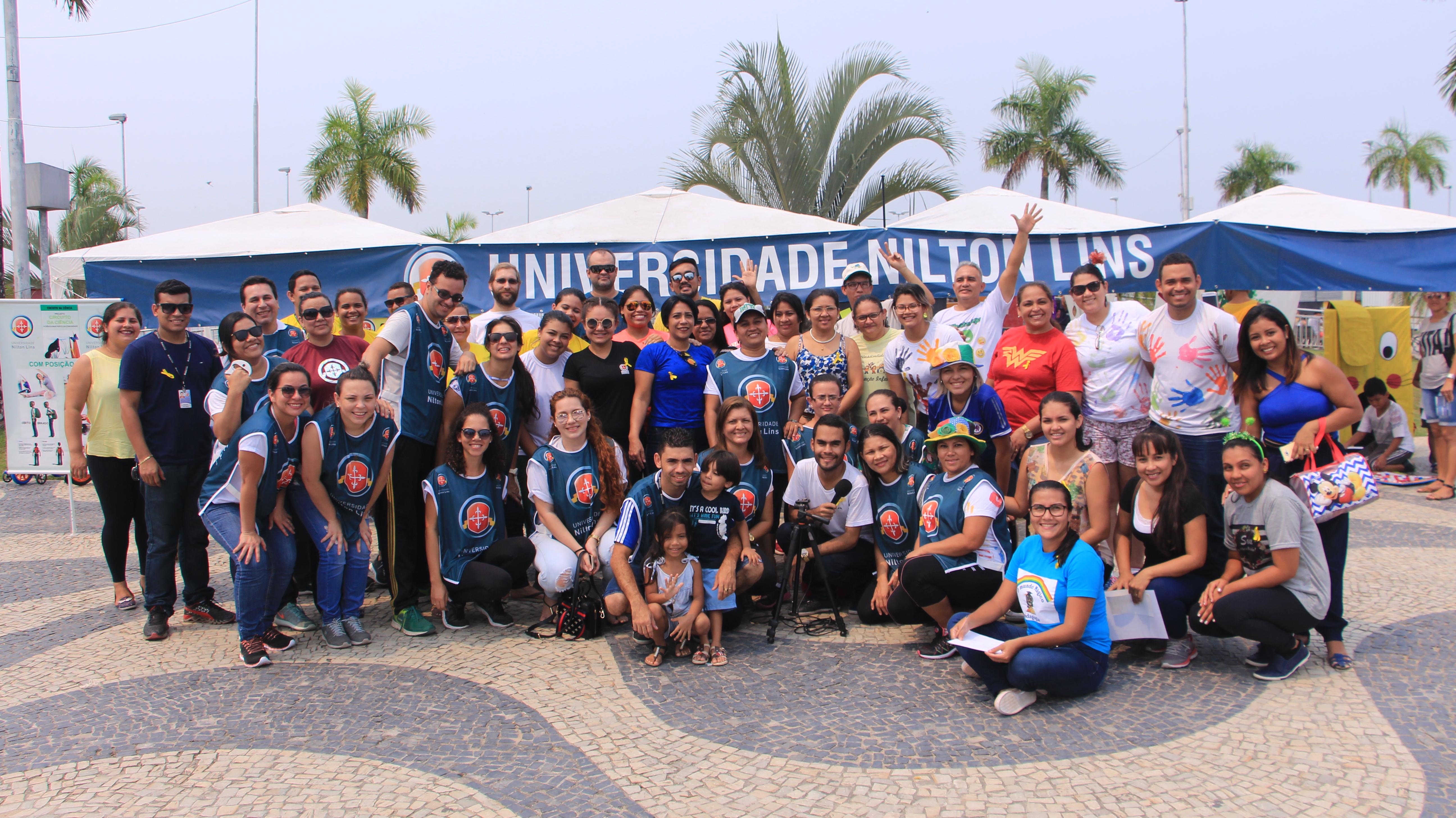 Universidade Nilton Lins promove ação social na Ponta Negra