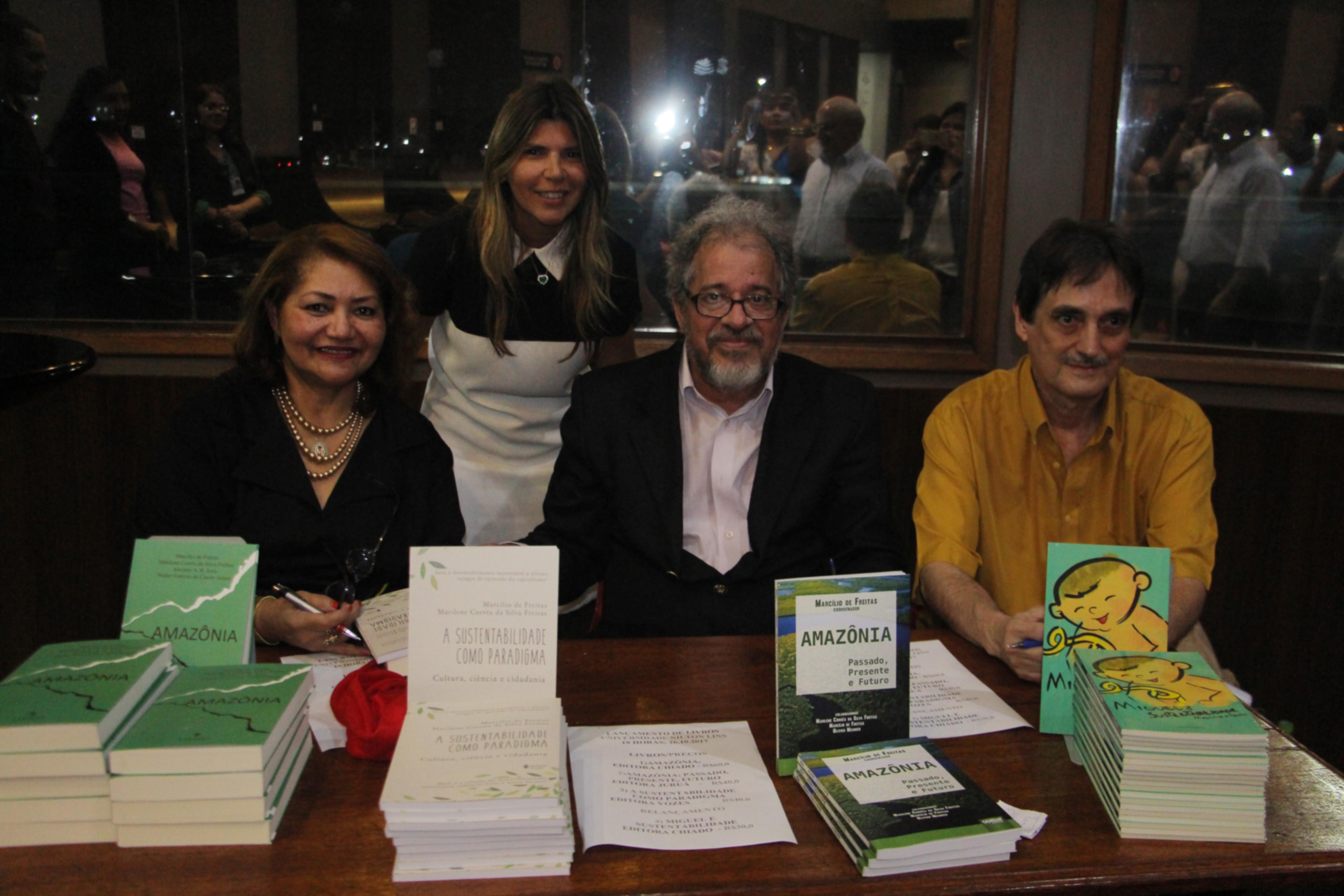 Universidade Nilton Lins sedia lançamento de obras com a temática Amazônia