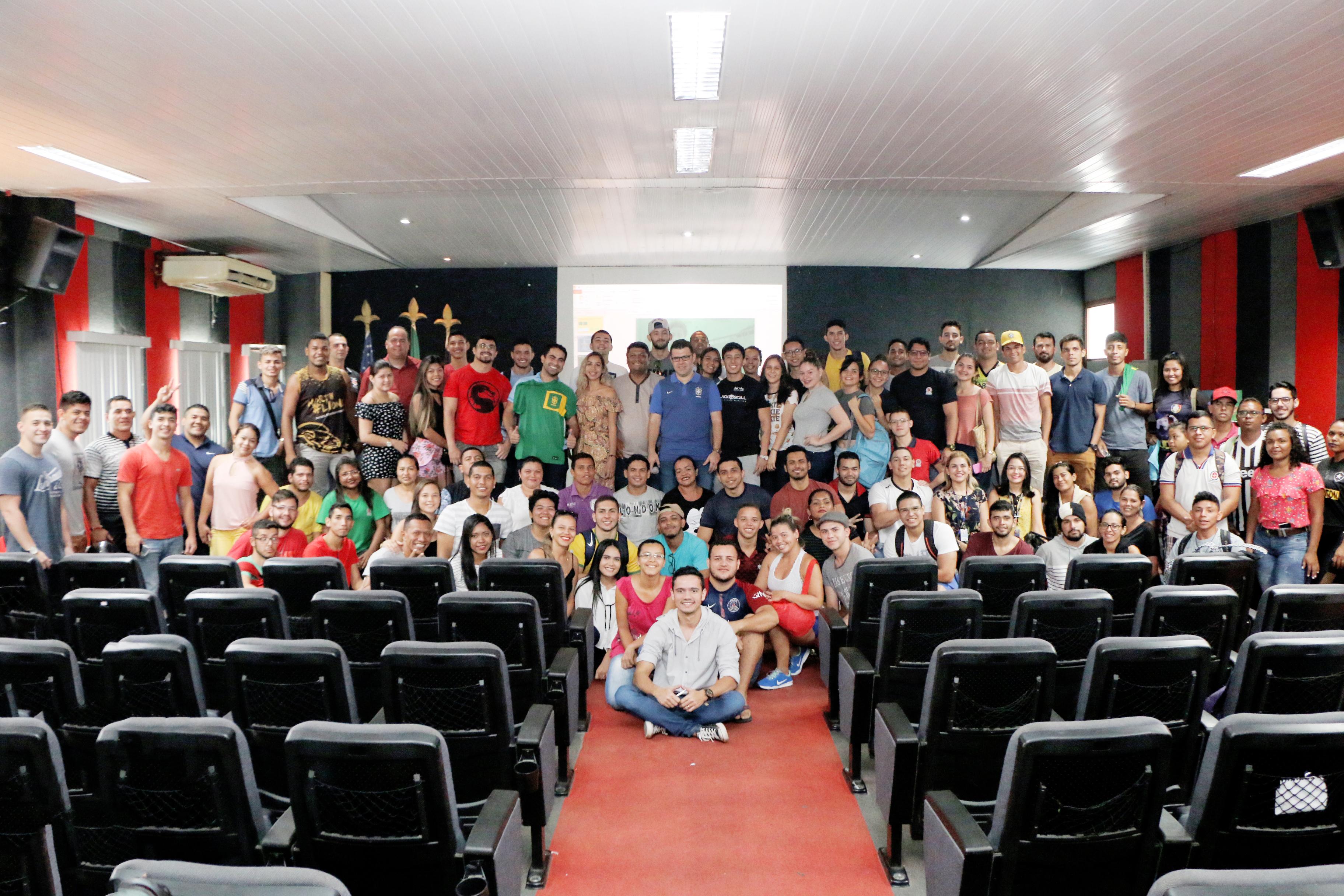 CBF Social Realiza Palestra na Universidade Nilton Lins Durante Passagem da Seleção por Manaus