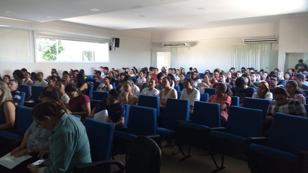 Acadêmicos da Universidade Nilton Lins participam de treinamento para Campanha de Vacinação contra o Sarampo em Manaus.