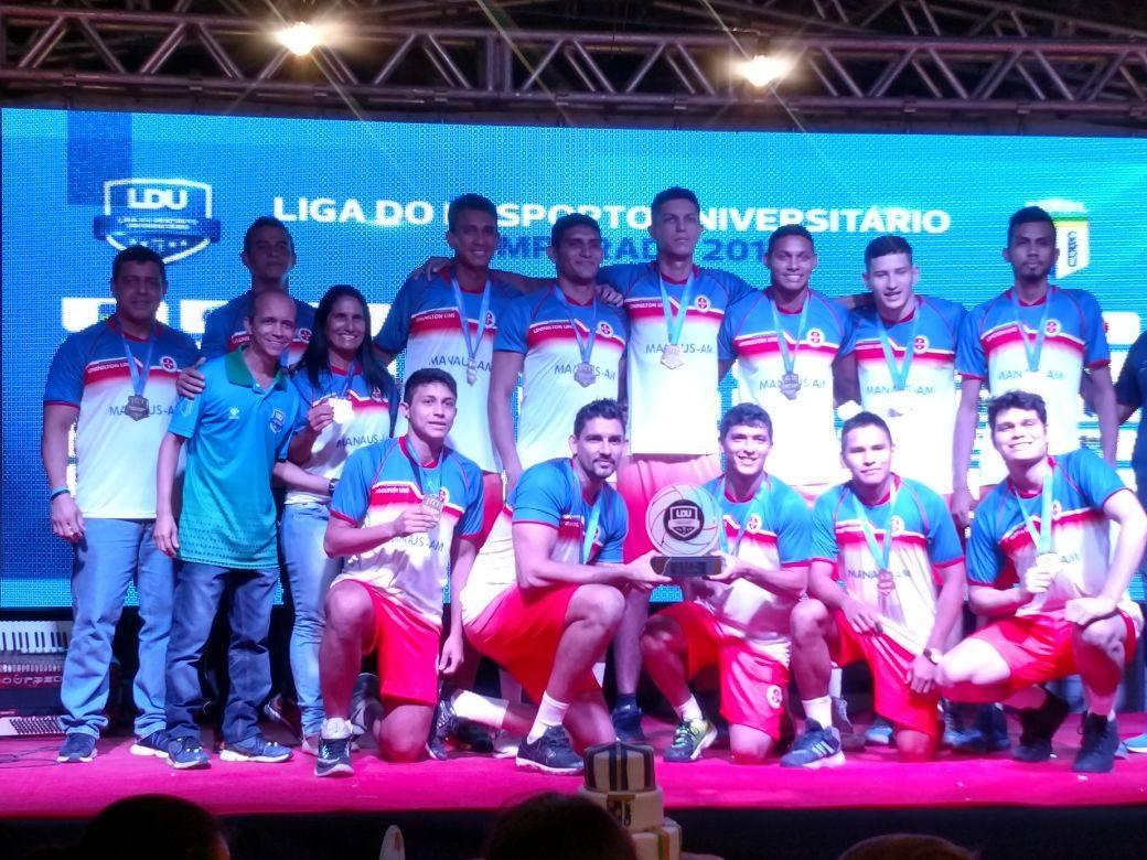 Equipe de voleibol da Universidade Nilton Lins ganha destaque no cenário nacional